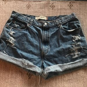 Levi's Distressed high rise jean shorts size 14